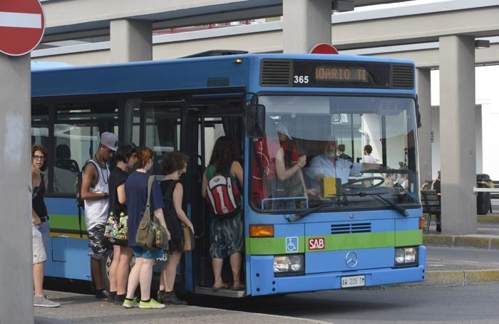 arrivano-le-guardie-su-tutti-gli-autobusguerra-a-portoghesi-e-teppistelli_1f697144-d588-11e4-bc47-311ea4319006_700_455_big_story_linked_ima